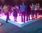 China La pantalla LED impermeable de P10 Dance Floor, LED enciende para arriba Dance Floor a todo color compañía